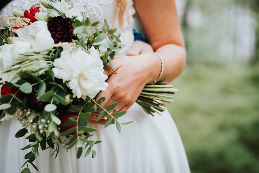 Bukiet na sesje ślubne w lesie