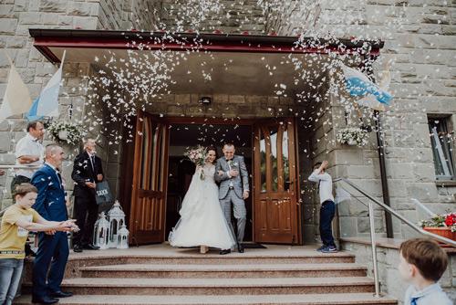 Fotograf ślubny - wyjście z kościoła