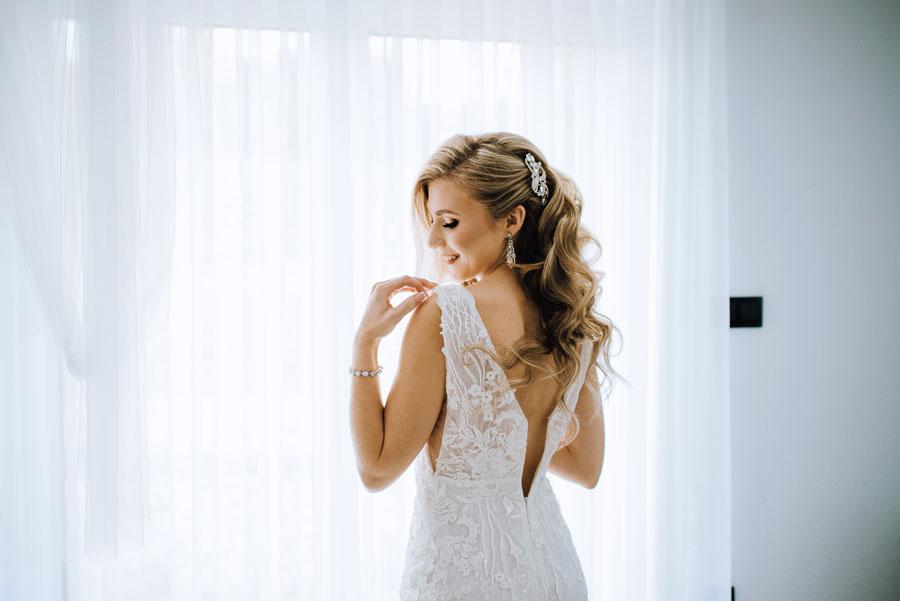 Fotograf ślubny z Nowego Sącza zrobił zdjęcia na przygotowaniach do ślubu Panny Młodej.