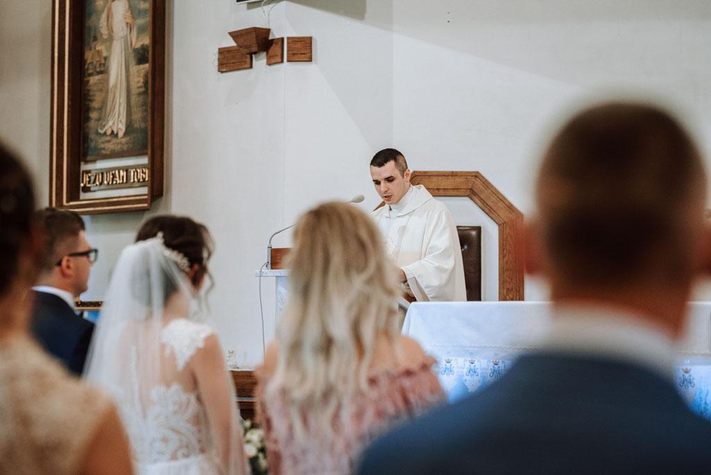 Ślub w kościele w Michalczowej - nowy ksiądz