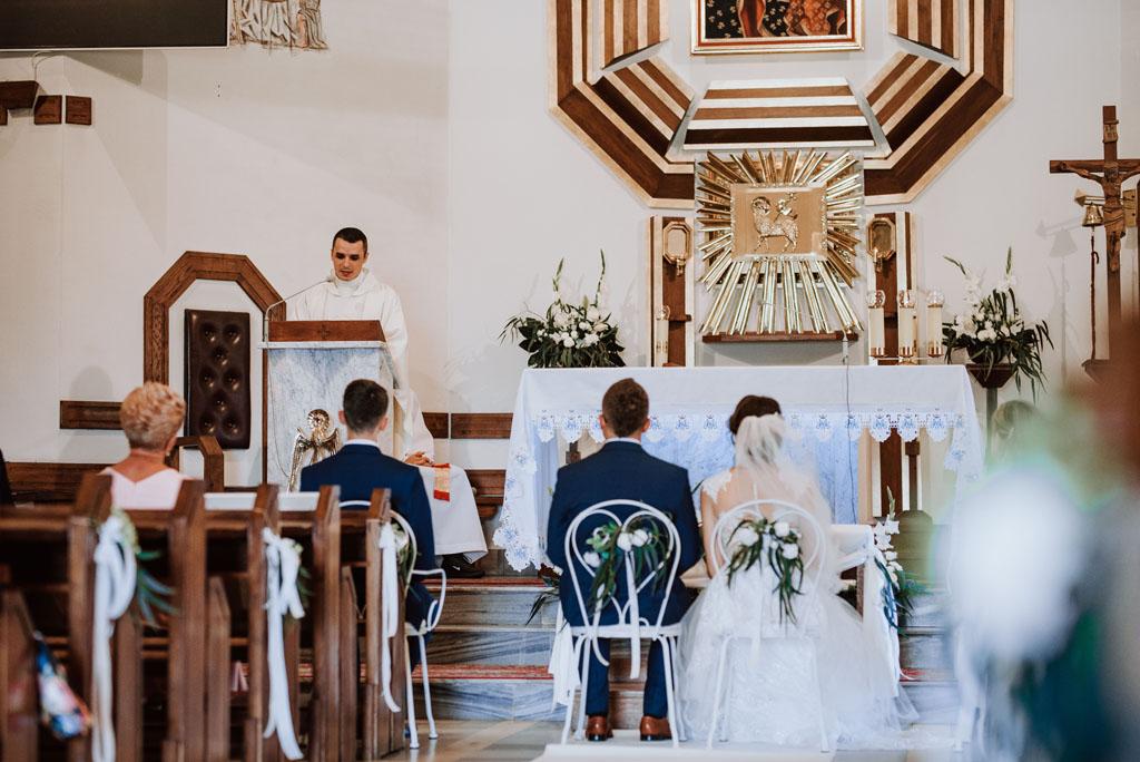 Para Młoda w kościele w Michalczowej