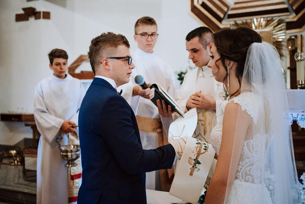 Ślub w kościele w Michalczowej - emocje na slubie