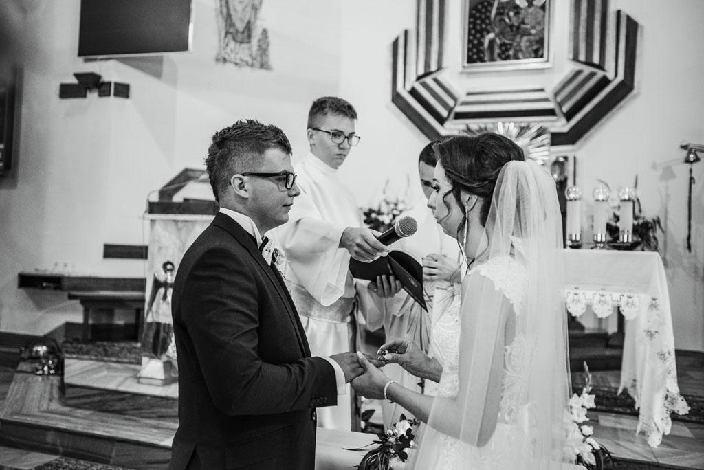 Ślub w kościele w Michalczowej