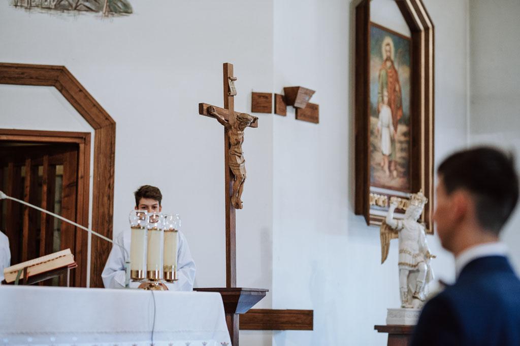 Ślub w kościele w Michalczowej -krzyż