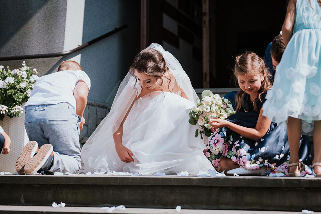 zbieranie monet na ślubie