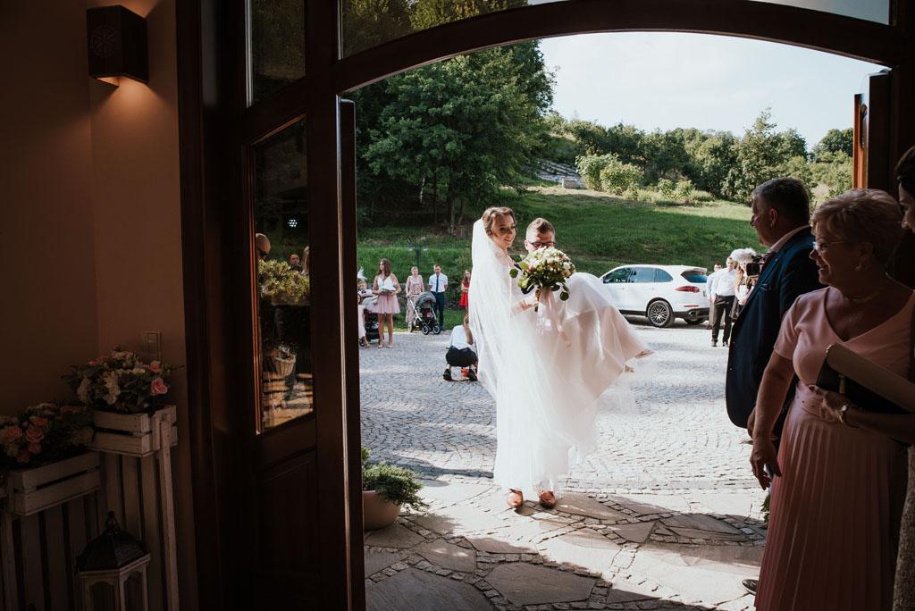 Sala weselna w Żmiącej przy Młynie -  Ujanowice -wejście