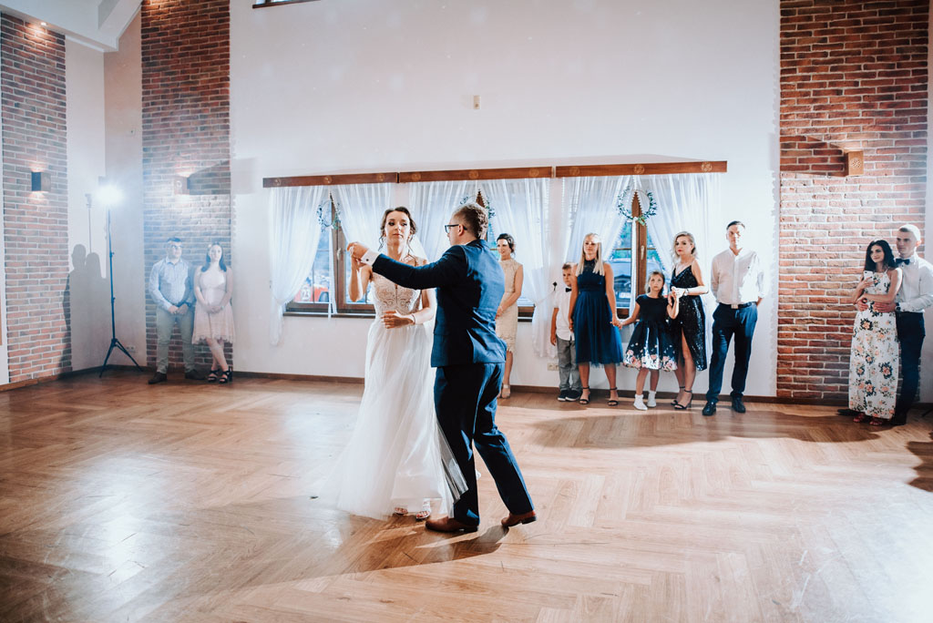 Pierwszy taniec na Sali weselnej w Żmiącej przy Młynie -  Ujanowice