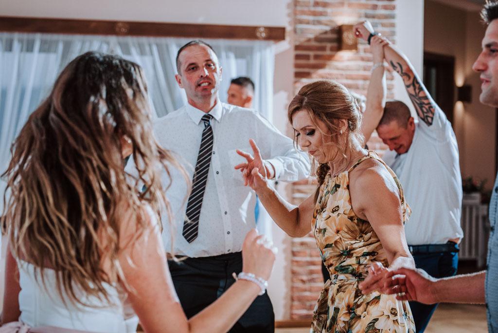 Sala weselna w Żmiącej przy Młynie -  Ujanowice - tańce