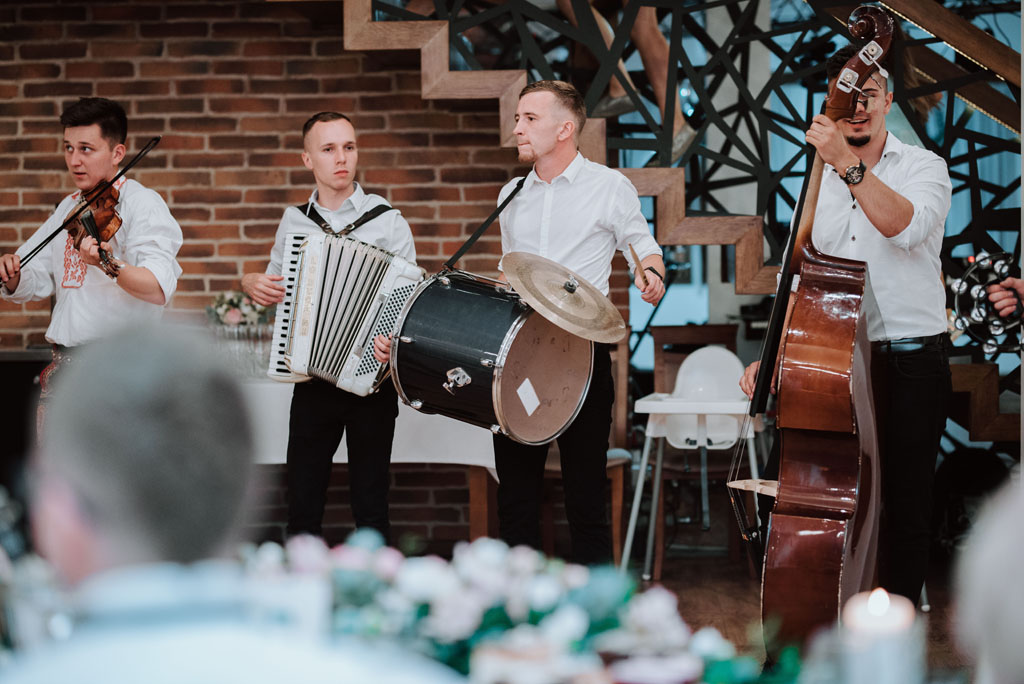 Sala weselna w Żmiącej przy Młynie -  Ujanowice - orkiestra