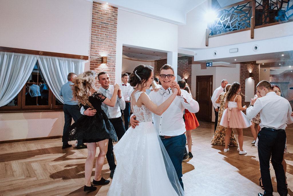 Sala weselna w Żmiącej przy Młynie -  Ujanowice - zabawa