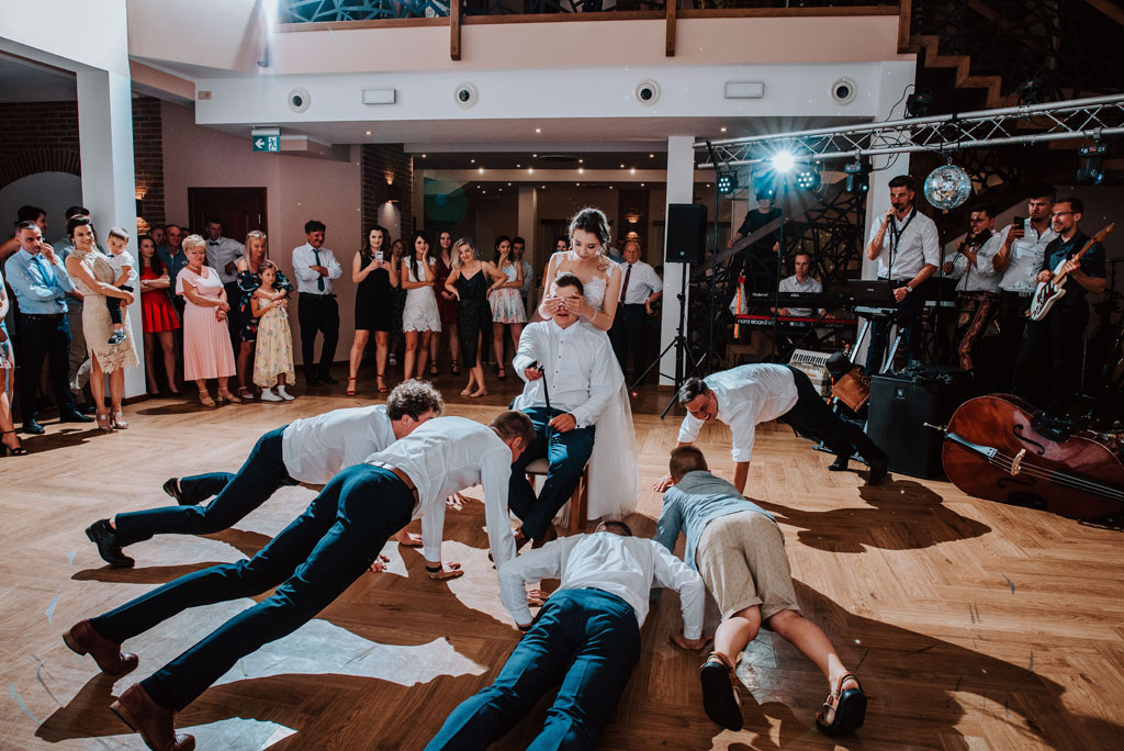 Sala weselna w Żmiącej przy Młynie -  Ujanowice - rzucanie muszką