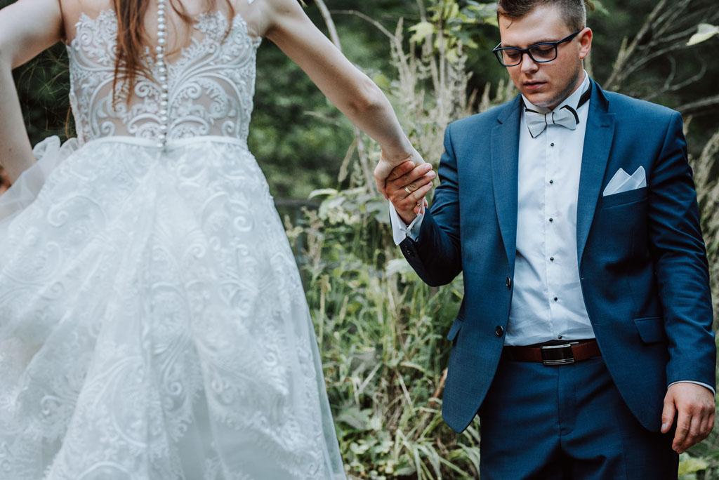plener ślubny w wąwozie homole - pomoc
