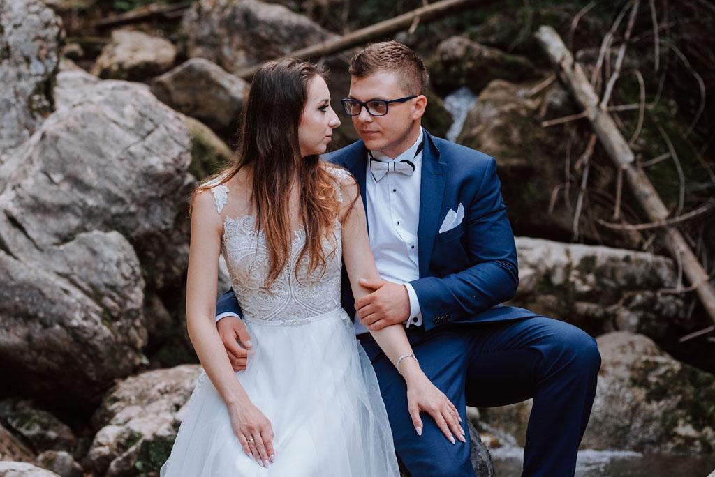 plener ślubny w wąwozie homole - kamienie