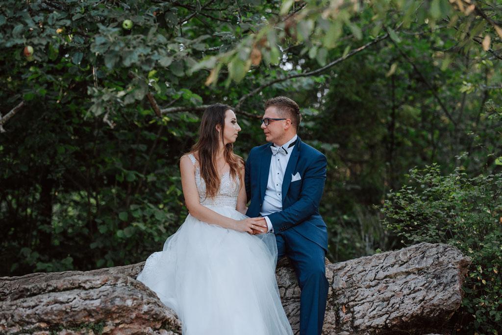 sesja ślubna na kamieniach w wąwozie homole